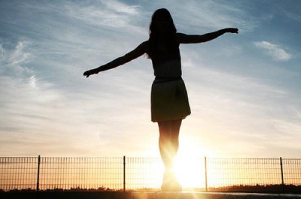 balance-girl-light-sky-sun-Favim.com-123132